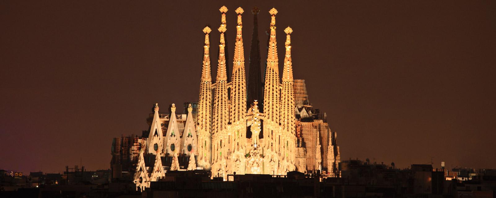 iluminacion sagrada familia barcelona
